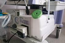 Díky sponzorskému daru má Gastroenterologická ambulance Interního oddělení pelhřimovské nemocnice oplachovou pumpu.