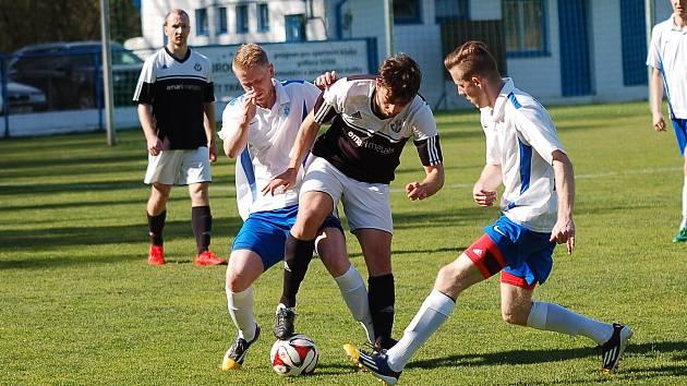 Fotbalisté Žirovnice na rozdíl od Pelhřimova své šance v derby proměnili. Před dvěma těžkými zápasy získali cenné tři body.