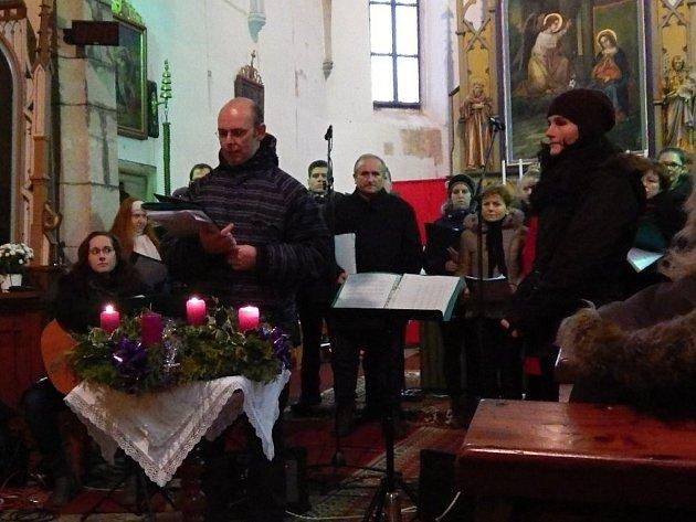 První z čtyřdílné série adventních a vánočních benefičních koncertů se uskutečnil v kostele ve Vyskytné. Bezmála čtyři a půl tisíce korun z dobrovolného vstupného pomůže Haiti.