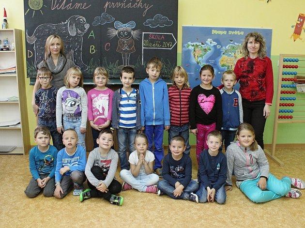 Na fotografii jsou žáci ze ZŠ Rynárec, 1.třída paní učitelky Renaty Reichlové.
