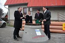Základní kámen stavby kanalizace v Rokytně byl položen 29. listopadu 2017. Až do podzimu se museli místní smířit se stavebním ruchem a uzavírkami.