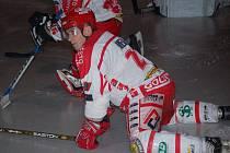 Hokejista Martin Meloun skončil jako aktivní hráč, nyní už bude milovanou hru sledovat ze střídačky. Jako trenér pelhřimovského Spartaku je zatím velmi úspěný. Tým směřuje do druholigového play off.