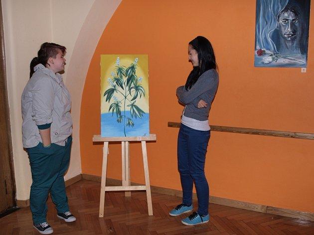 Výstavu Kousek léta Evy Šotnarové a Marie Salátové brzy nahradí výstava Moje světy Dany Dvořákové.