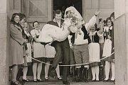 1974 – Soubor hned v prvních letech svého fungování založil tradici v účasti na svatbách svých členů. Zvyk v souboru přetrval i do současné doby.