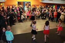 Taneční ukázky neodmyslitelně patří i k jiným akcím Hodiny H. V Kulturním domě Máj byla jedna taková k vidění při Čokoládové hodině.