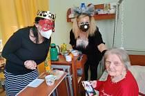 Klienti Domova pro seniory v Pelhřimově slavili masopust. Foto: Adéla Příhodová