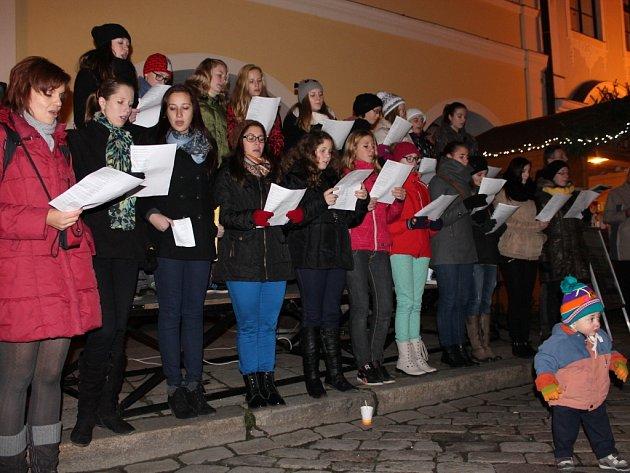 Akce Česko zpívá koledy se v Pelhřimově vydařila.