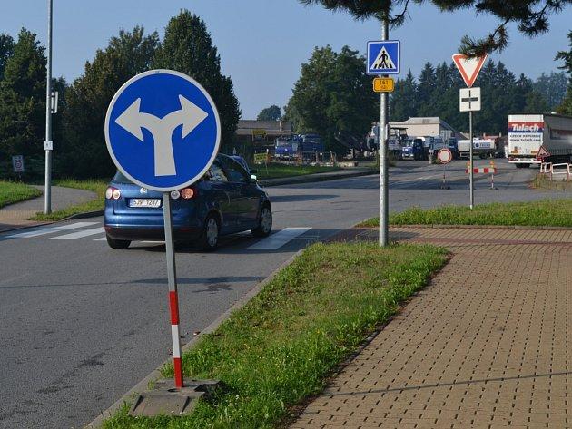S pondělím začala v Humpolci platit plánovaná uzavírka části silnice III/12924 vedoucí od autobusového nádraží k vlakovému nádraží a poté k železničnímu přejezdu směrem na Hněvkovice.