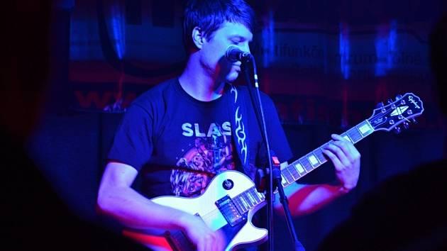 Nový rozjezd klubu přijely podpořit regionální kapely jako Cézed (viz snímek), Bastards Way a Alternative Core.