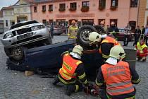 Nejlepší výkony na soutěži HZS Kraje Vysočina ve vyprošťování osob z havarovaných vozidel předvedli hasiči z Pacova (na snímcích).
