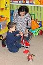 Každou středu od 9 do 11 hodin mohou děti se svými maminkami přijít do Rodinného centra Krteček a rozvíjet svou kreativitu.