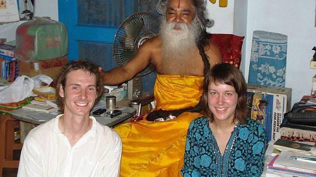 Nové duchovní rozměry pomáhá dvojici cestovatelů objevovat hinduistický přítel a učitel