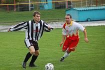 Po několika letech s velkou pravděpodobností změní dres pelhřimovský Martin Moravec (vlevo). Odchod do Žirovnice je v jednání.