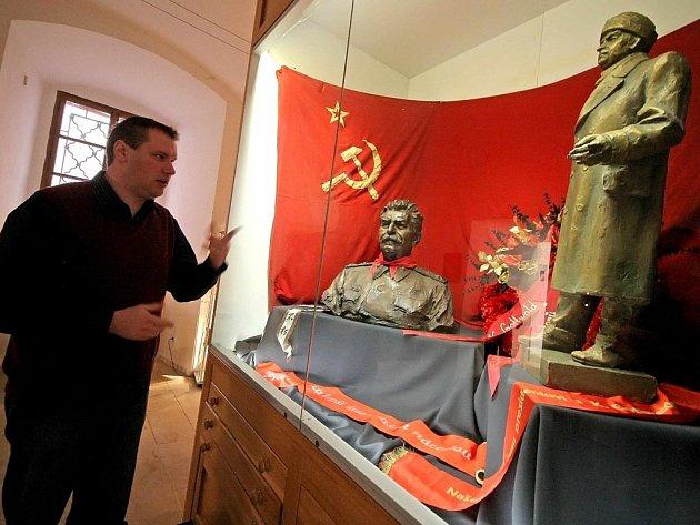 "Výstava ""1953 – Rok smrti diktátorů""."