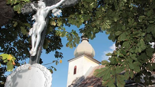 Kostel svatého Martina v Rovné.