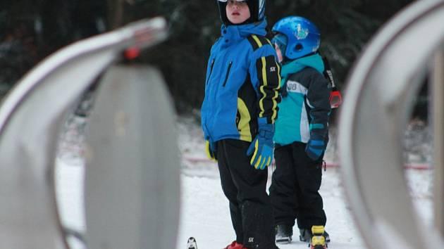 Na Křemešníku se v úterý naplno rozjela letošní lyžařská sezona.