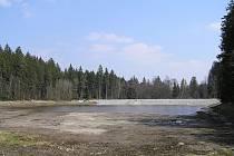 Oprava zemní hráze či odbahnění. To vše bylo během dvou let opraveno na rybníku Mašát na Pacovsku.