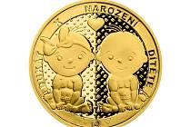 Každé nalezené dítě v babyboxu dostává do kolébky zlatou minci. Jaroslavova má číslo 222.