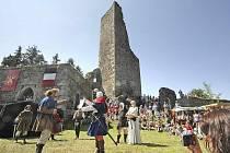 Již po patnácté se na zřícenině hradu Orlík u Humpolce konaly Středověké slavnosti. Po oba sváteční dny byly k vidění , ke slyšení i k vyzkoušení příběhy z minulosti, břišní tance, ukázky šermu, střelby, historická řemesla, hudba, ale i hry a soutěže.