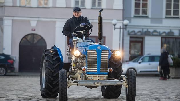 Agentura Dobrý den Pelhřimov zapsala Martina Havelku s jeho Zetorem 25 do České knihy rekordů za rekord - Nejdelší cesta absolvovaná traktorem a výjezdem do nejvyšší nadmořské výšky.