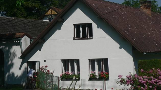 V tomto domku okradl podvodník seniora.