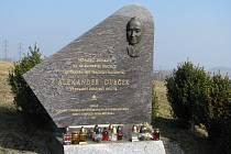 Památník Alexandera Dubčeka stojí u odpočívadla na 88,5 kilometru dálnice v pražském směru.