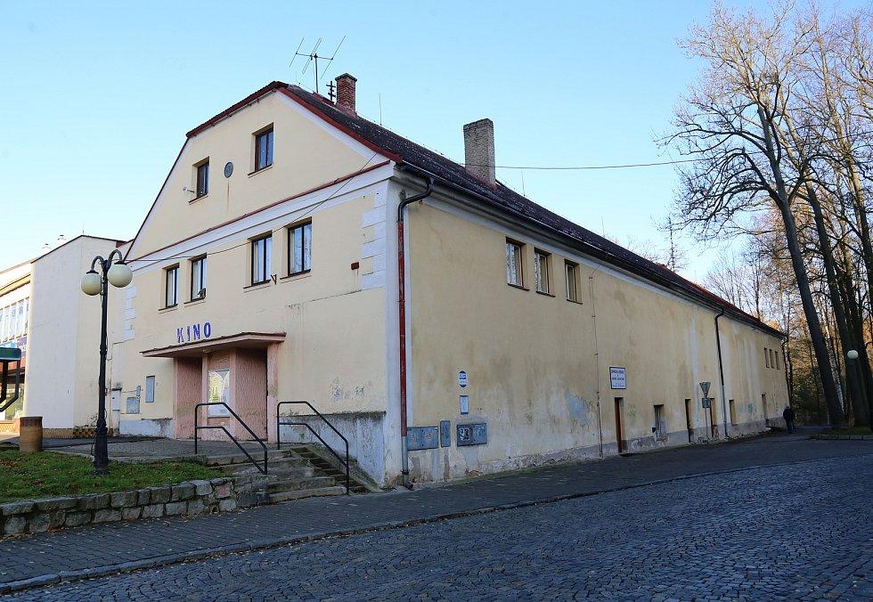 Budova kina v Kamenici nad Lipou.