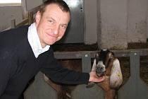 Jedna z anglonubijských koz v Krasolesí byla druhou nejlepší dojnicí Holandska. David Kolman (na snímku) si ji nedávno přivezl
