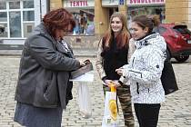 Studenti pelhřimovské hotelové školy se zapojili do sbírky Srdíčkové dny.