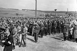 Štáb svazu partyzánských oddílů Za Prahu, spolu s revolučním národním výborem v Mnichu, vybral k uložení padlých do společného hrobu dominující výšinu nad obcí.