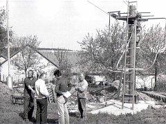 Lyžařský vlek na Antonce, místní části Kamenice nad Lipou, stojí nejspíš už jednatřicet let. S jeho stavbou se začalo v létě roku 1987, v zimě téhož roku už lyžařský vlek na sjezdovce stál a fungoval.