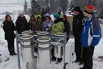 Do tajů meteorologie zasvětili světelské studenty pracovníci košetické meteorologické stanice.
