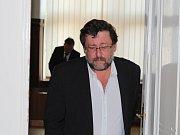 Petr Weiss odchází ze soudní síně poté, co se dozvěděl v pořadí již druhý rozsudek