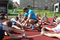 Děti v Pacově si mohou o letních prázdninách přijít vždy třikrát týdně na dvě hodiny protáhnout v rámci letních hodin tělocviku těla.