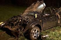 Řidič na silnici u Lidmaně vjel mimo silnici a převrátil se na střechu.