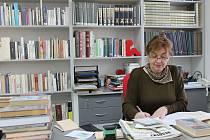 Černovickou knihovnu přestěhovali zaměstnanci tamního městského úřadu za dva dny.