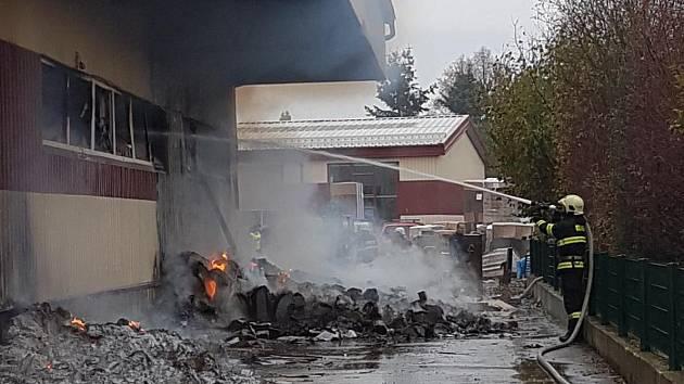 Požár skladovací haly v Horní Cerekvi.