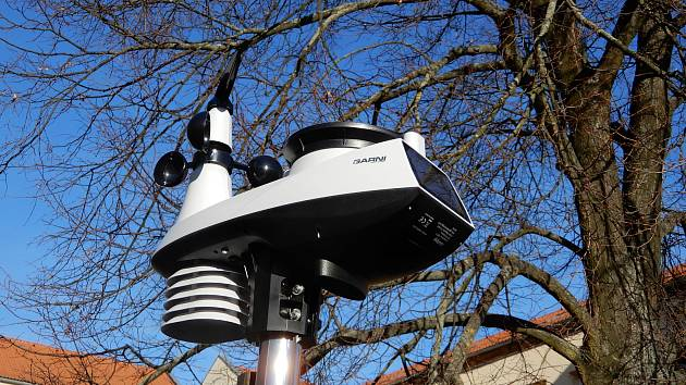 Meteorologická stanice na pelhřimovské základní škole měří a zaznamenává hodnoty meteorologických jevů od 15. února letošního roku.
