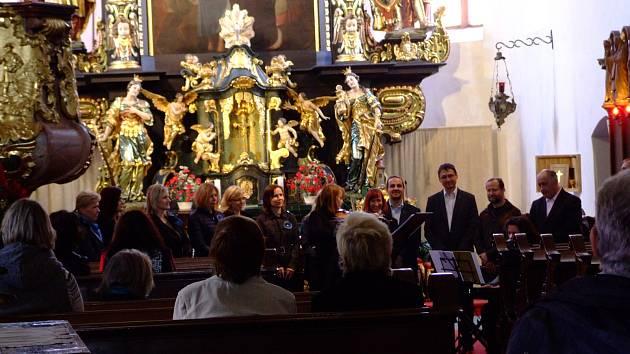 Podolský chrámový sbor vkostele svatého Bartoloměje.
