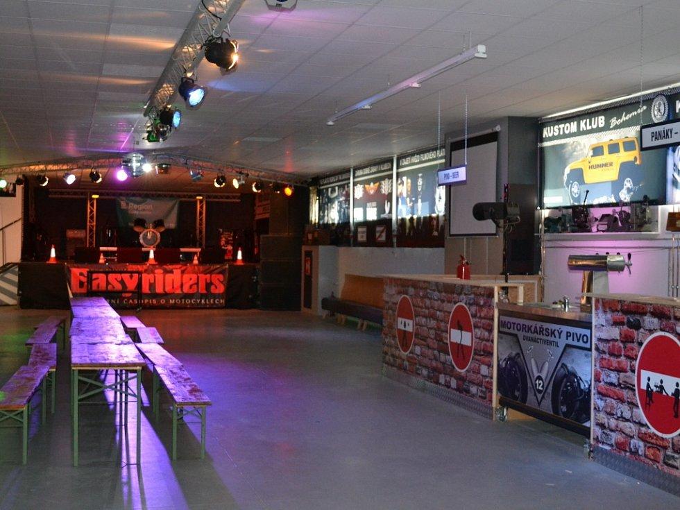 Milan David letos v dubnu k Motorkářskému Doupěti otevřel Kustom Klub Bohemia, který by mohl hostit koncerty, talk-show, výstavy a další akce.
