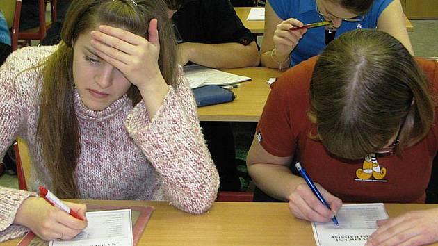 Pokud si studenti vyberou z povinně volitelných předmětů místo cizího jazyka matematiku, čeká je pouze písemný test.