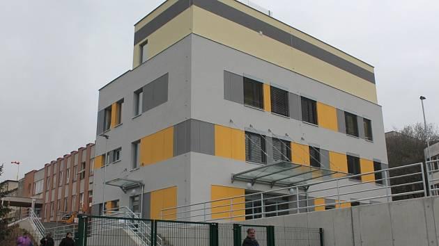 Zaměstnanci a pacienti nově vzniklé přístavby oddělení hematologie a transfúziologie v pelhřimovské nemocnici získali super moderní prostory.