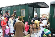 Rej masek odstartoval z vlakového nádraží v Kamenici nad Lipou.