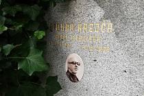Hrob Otomara Krejči na hřbitově v Pelhřimově.