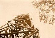 Na kopci na Antonce, na kterém se až dodnes lyžuje, stála dříve také dřevěná rozhledna. Nejspíš se jednalo o vojenskou rozhlednu, která v padesátých letech kvůli svému špatnému stavu zanikla.