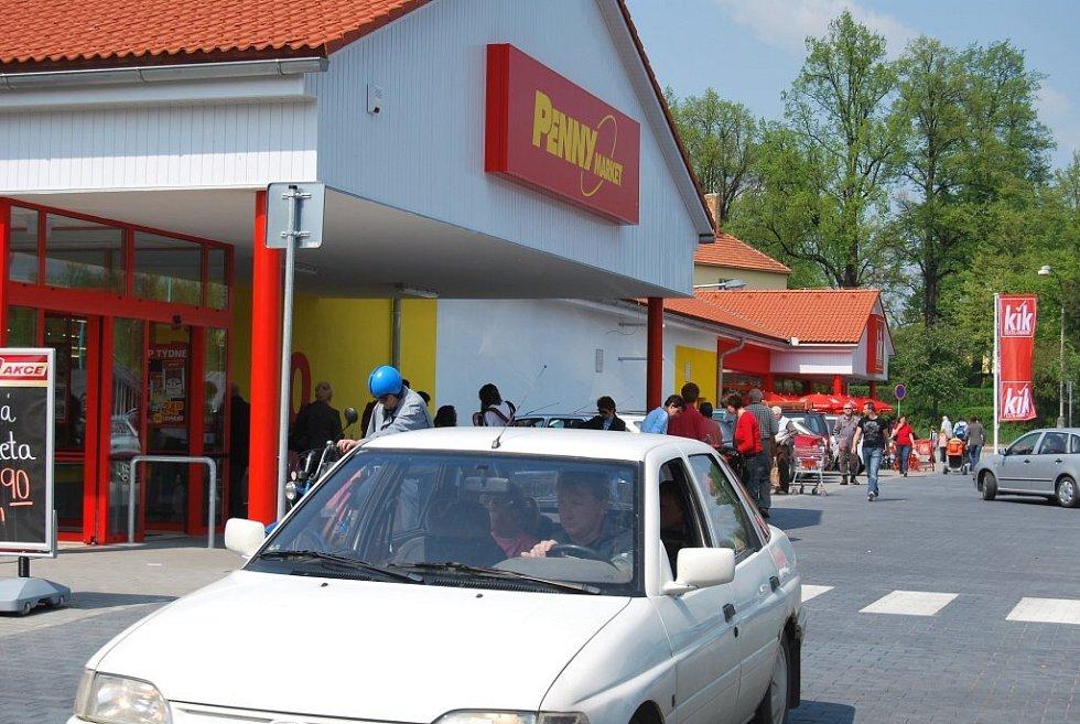 Pelhřimovští se ve čtvrtek dočkali otevření dalšího obchodního domu ve městě.
