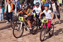 Středeční cyklistické závody v centru Pelhřimova nebyly jen pro dospělé. Po vyučování vyrazili závodit i školáci, a dokonce několik předškoláků.
