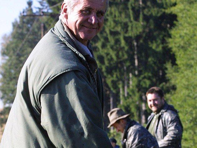"""""""Práce kolem rybníků je pořád hodně,"""" líčí předseda pelhřimovských rybářů Milan Macura."""