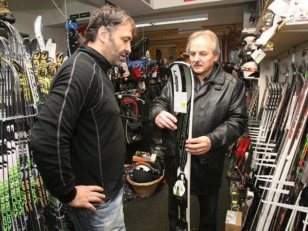 Půjčovny lyží a ostatního zimního vybavení zažívají dobrou sezonu