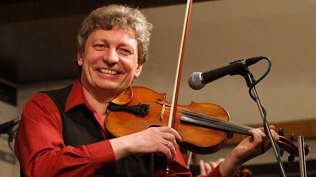 Od roku 1978 je primášem a uměleckým vedoucím Hradišťanu tvůrčí osobnost, houslista a hudební skladatel Jiří Pavlica. Pod jeho vedením se začal soubor postupně transformovat. V Hříběcí Jiří Pavlica sklidil nebývalý úspěch.